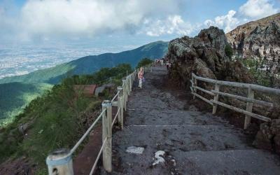 The steep path to Vesuvius